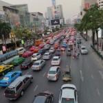 交通渋滞の原因は?先頭の車って何してるの?一般道の自然渋滞や高速道路の渋滞は違うのかなぁ!